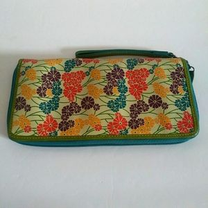 FOSSIL LARGE PASSPORT CARD GREEN LEATHER WRISTLET
